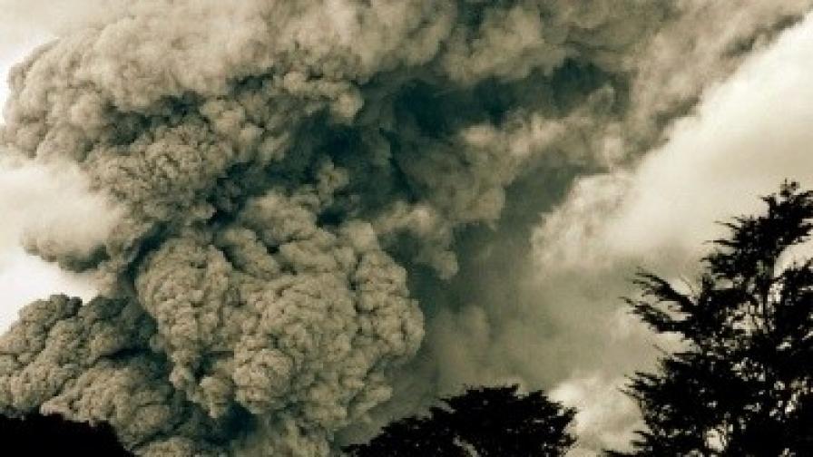 Вулкан отново спря самолетни полети в Чили