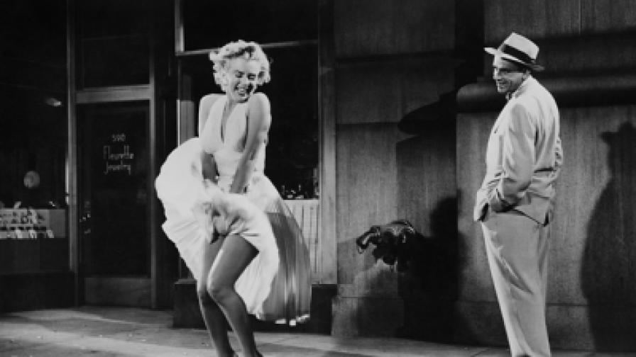"""Мерилин Монро с продадената за 5,6 млн. долара рокля от """"Проклетите седем години"""""""