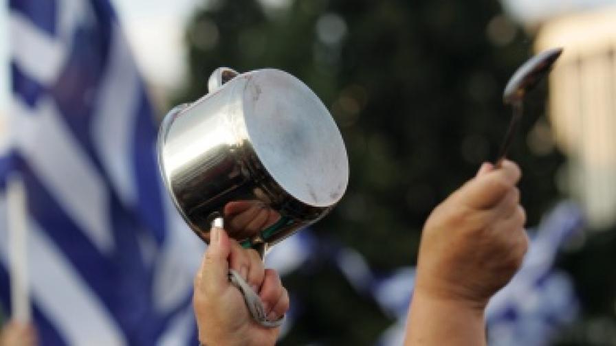 """За """"Фич"""" Гърция е неплатежоспособна при всяко положение"""