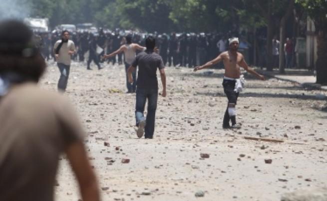 Близо 600 ранени на площад Тахрир в Кайро