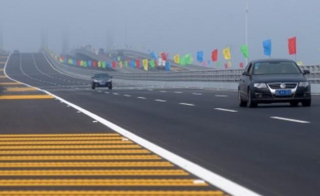 Китай откри най-дългия мост над вода