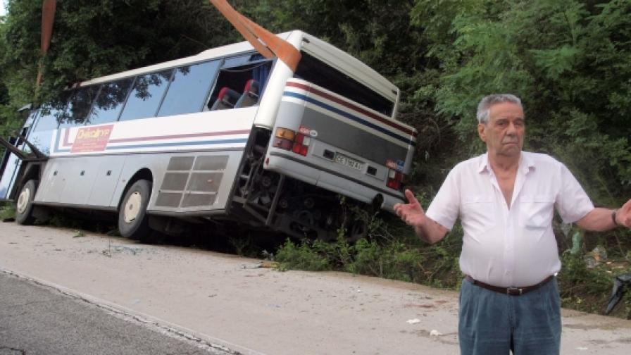 Жена загина при катастрофа с украински автобус край Варна