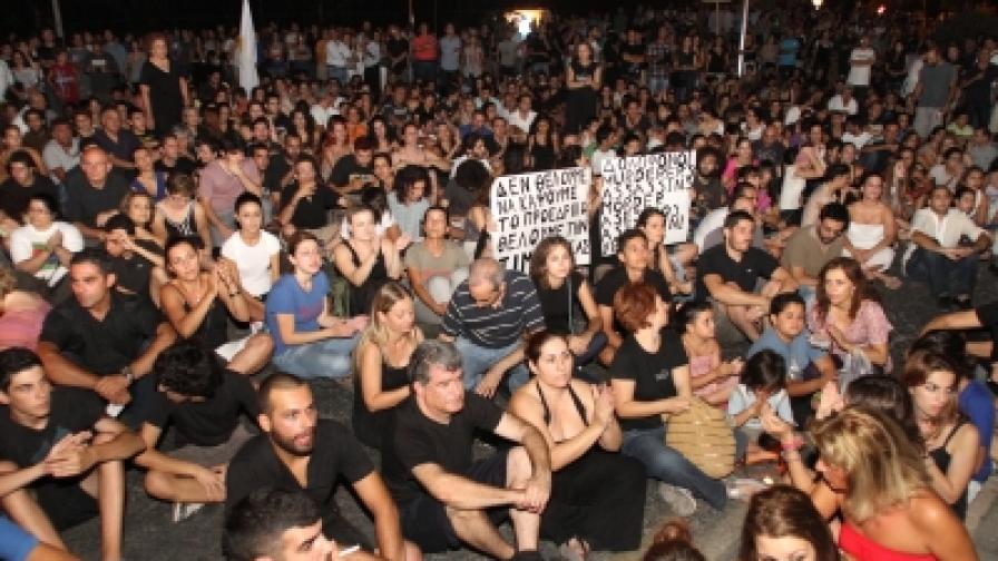 Външният министър на Кипър се оттегля заради експлозията