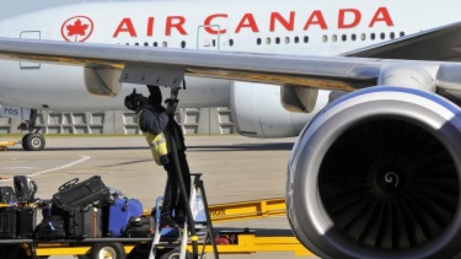 Самолет кацна аварийно заради пушек от фурната