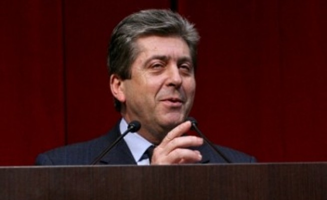 Първанов върна промените за посланиците от ДС