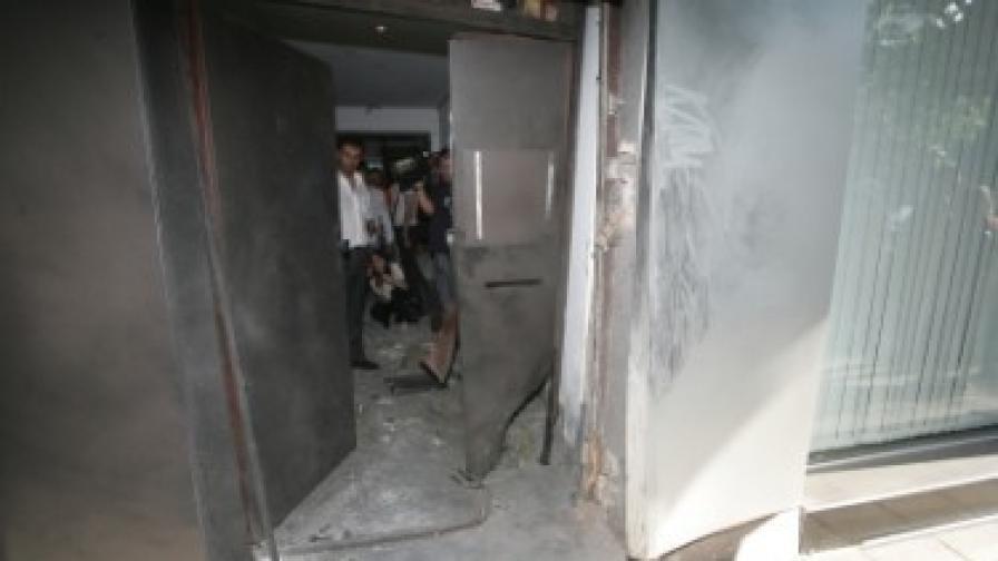 Пуснаха заподозрените за взрива пред централата на РЗС