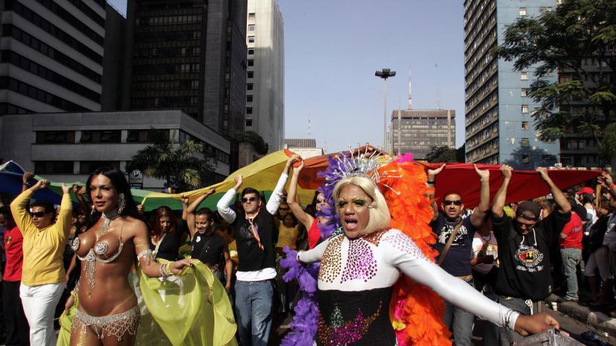 Напрежение, след като евангелисти издействаха хетеросексуален парад в Сао Пауло