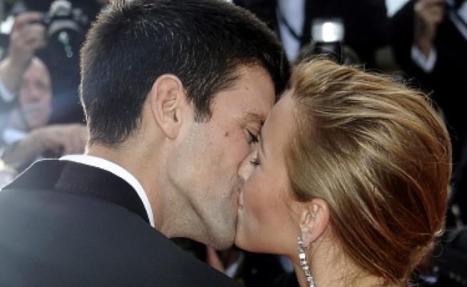 Германци срещу целувките на работното място