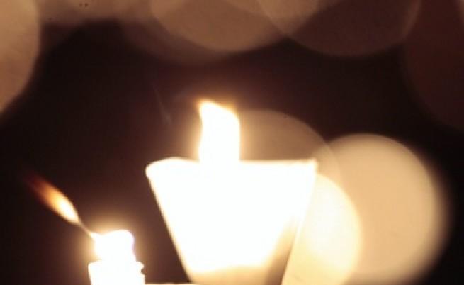 Със свещ в ръка срещу ксенофобията