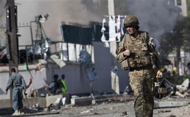 Талибани нахлуха в Британския съвет в Кабул и бяха унищожени
