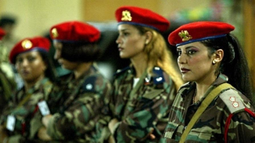 """""""Амазонките"""" на Кадафи го обвиниха в изнасилване и малтретиране"""