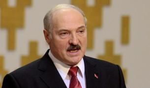 """С """"Калашников"""" в ръка: Лукашенко е отчаян"""