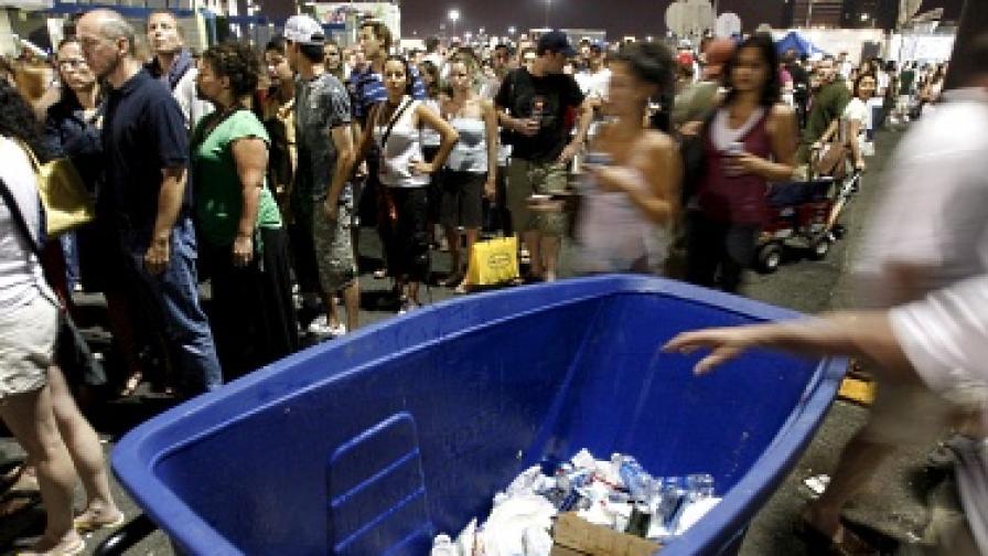 Кофи за боклук поздравяват с песен