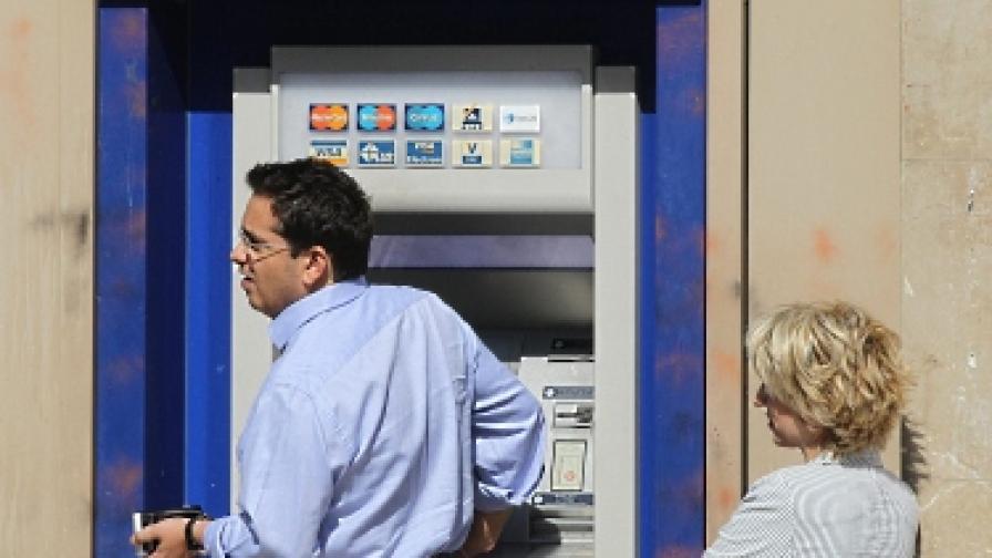 Ножица от 20% за заплатите на държавните служители в Гърция