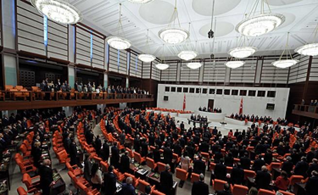 Кюрдските депутати в Турция прекратяват бойкота си