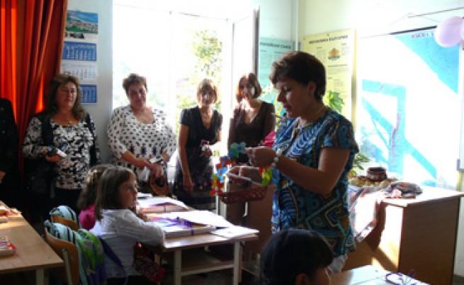 Българските и румънските учители са най-зле платени в ЕС