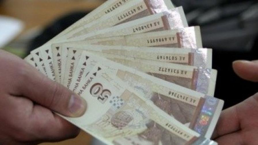 Колко губи българинът, когато взима заплатата си на ръка