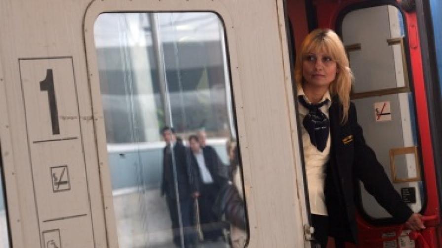 БДЖ иска да спре 182 влака