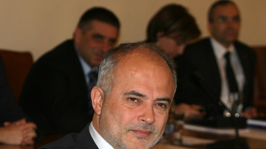 Младенов обеща бонуси на работещите пенсионери
