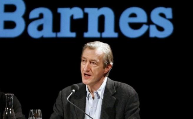 Джулиан Барнс с британската награда за литература