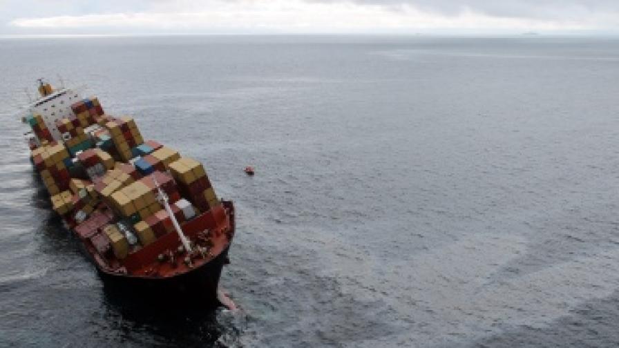 """Контейнеровозът """"Рена"""", който причини най-тежката екологична катастрофа в историята на Нова Зеландия"""