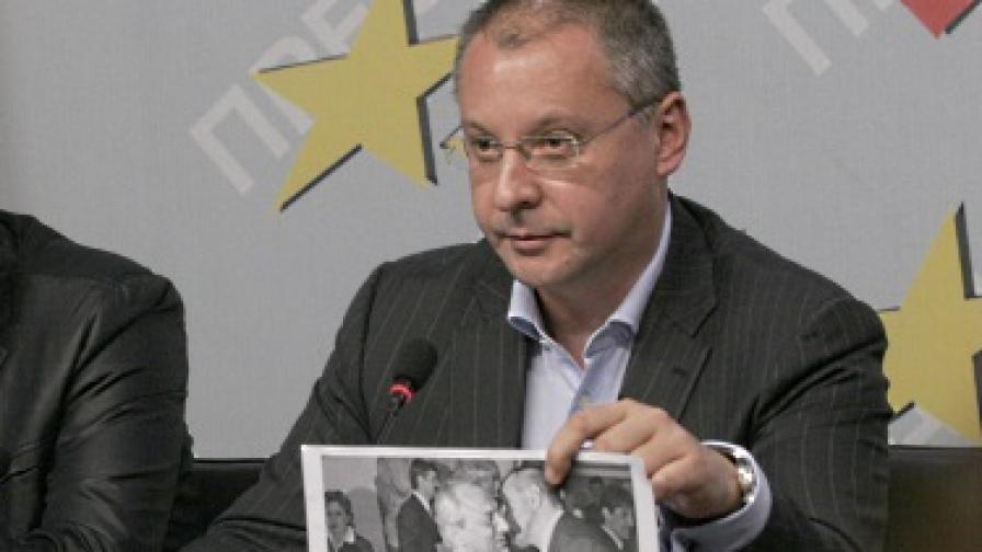 Станишев: Не съм се целувал с Доган