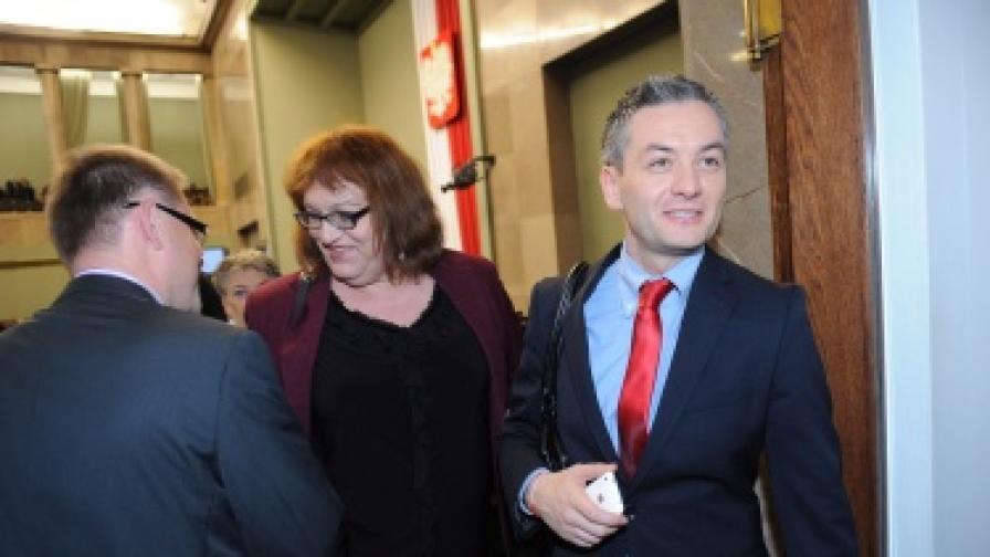 Анна Гродска и Роберт Бедрон в една от почивките по време на заседанието