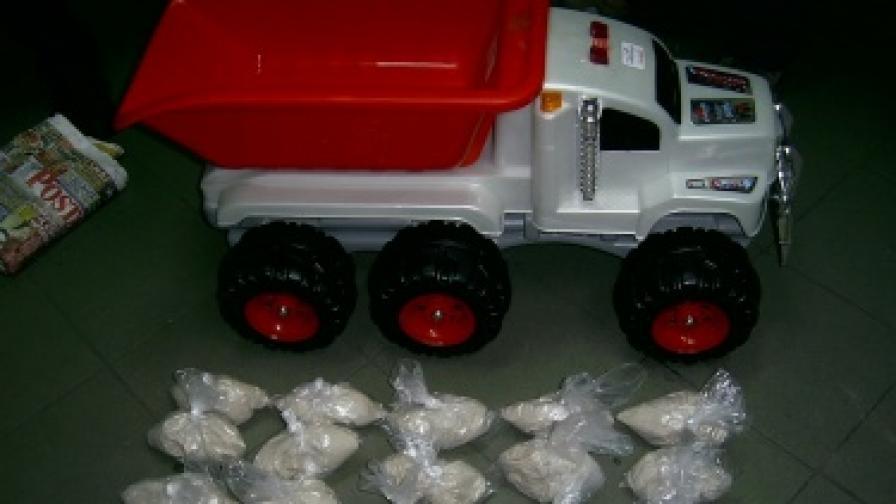 Хванаха 8 кг хероин в детски играчки