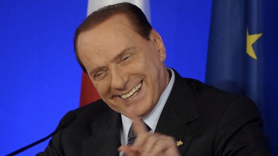 """""""Обгради ме с любов"""", пее Берлускони в новия си албум"""