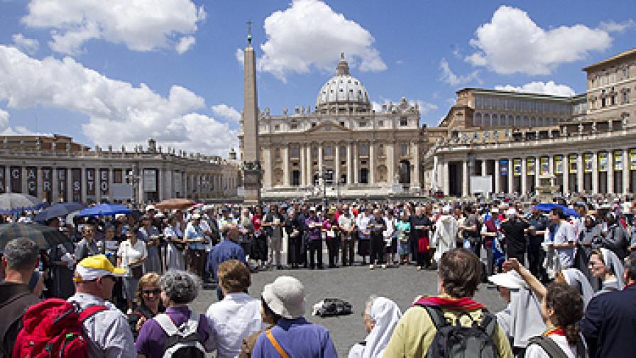 """Площад """"Св. Петър"""" във Ватикана"""