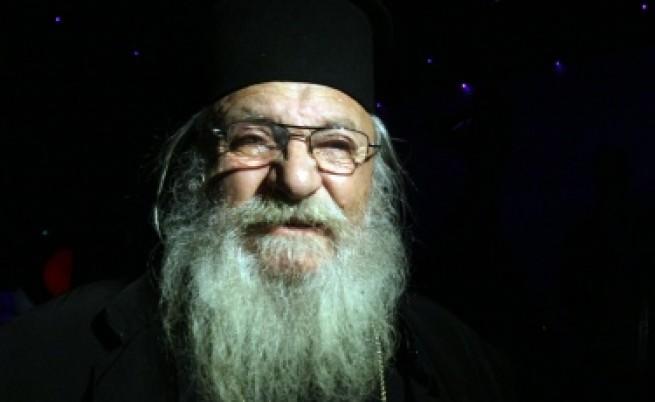 Омбудсманът против събаряне на дома за сираци на отец Иван