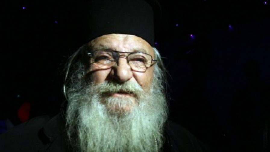 Ще настаняват във фургони обитателите на дома на отец Иван в Нови хан