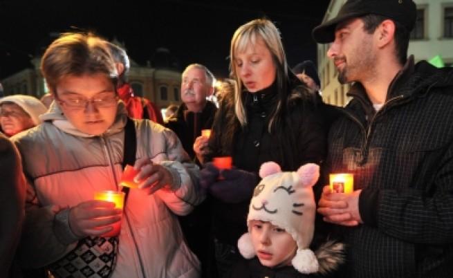 Граждани на Цвикау мълчаливо протестират срещу неонацистите в Германия