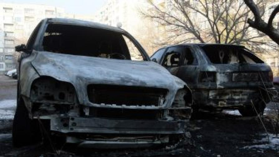 Отново запалени коли в София