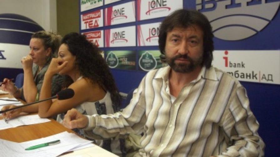 """Николай Банев и Евгения Банева през 2009 г. на пресконференция на тема """"Истината за прилежащите терени на комплекс """"Русалка"""""""