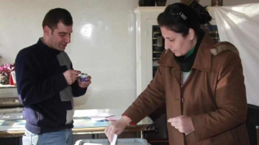 На фона на насилието в Сирия провеждат избори