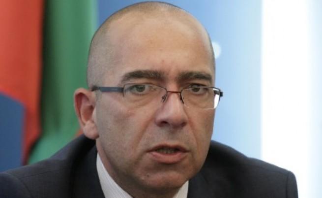 Здравният министърът очаква още оставки в