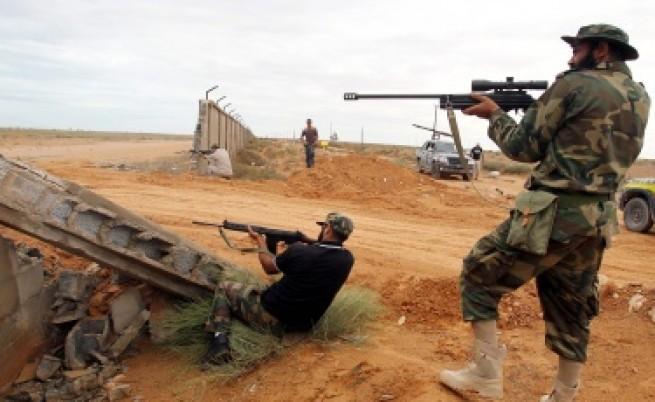 Либийските бунтовници не бързат да сложат оръжие