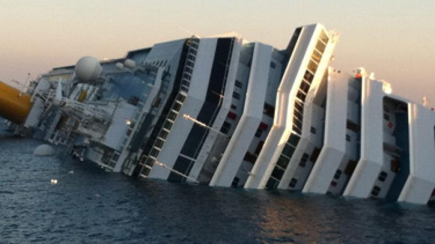 Трима оцелели откриха в потъналия италиански кораб