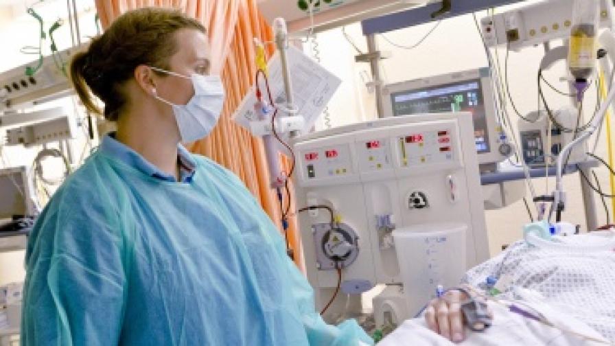 Медицинска сестра дари бъбрек на пациент