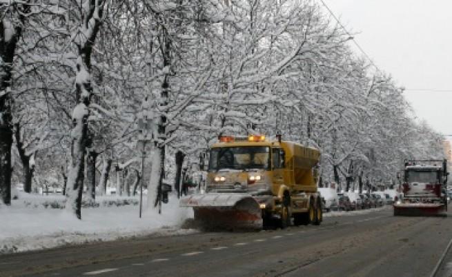 Трамвай излезе от релсите в центъра на София