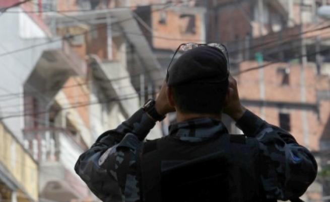 Бразилия: Армия срещу стачкуващи полицаи