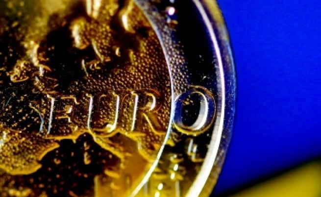 Еврото остава под натиск заради гръцкия дълг