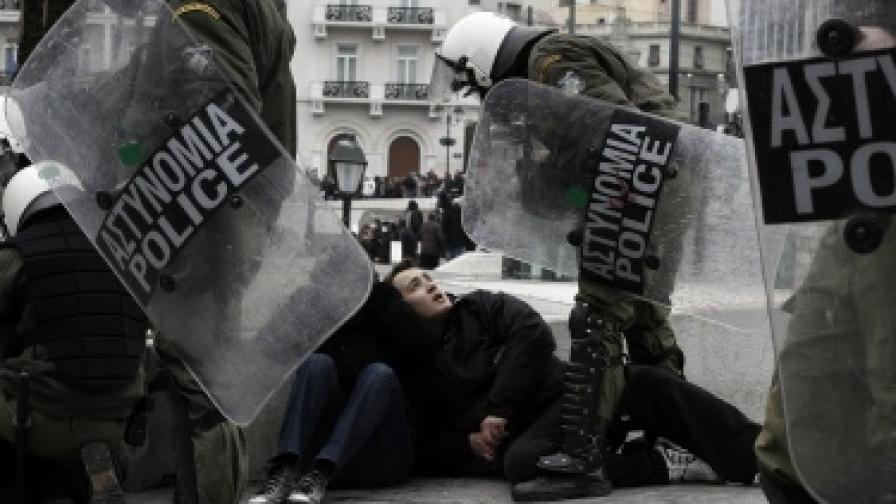 100 хил. души протестират в Атина и Солун