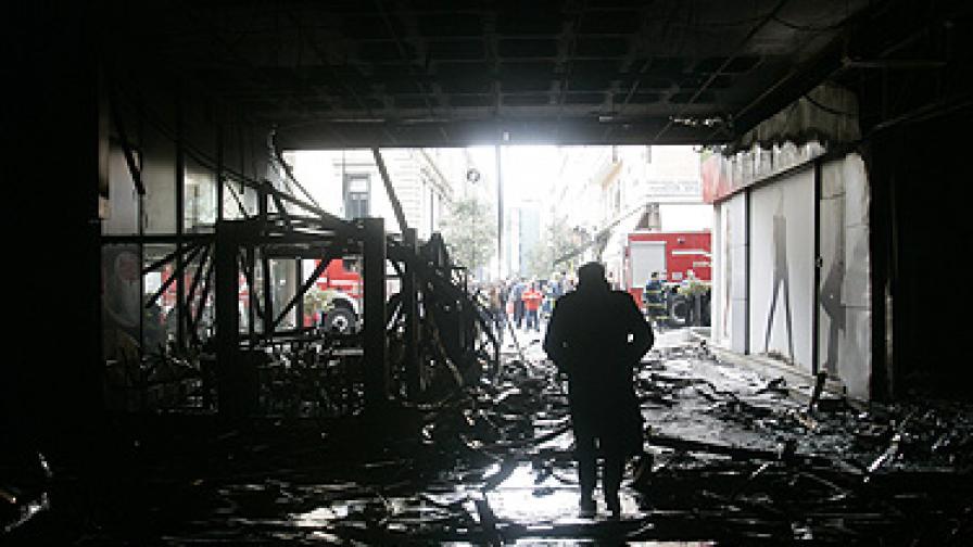 40 тона камъни из улиците на Атина след погромите