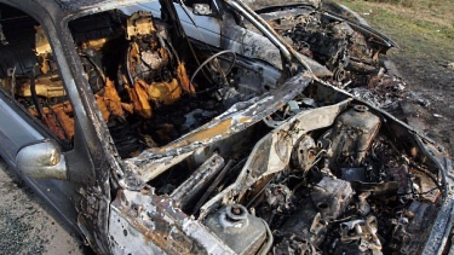 Четири автомобила горяха в Ямбол, един – в София