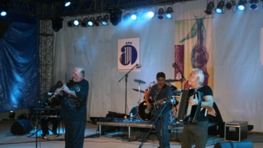 """Иво Папазов - Ибряма на сцената на Празниците на изкуствата """"Аполония"""" в Созопол, септември 2011 г."""