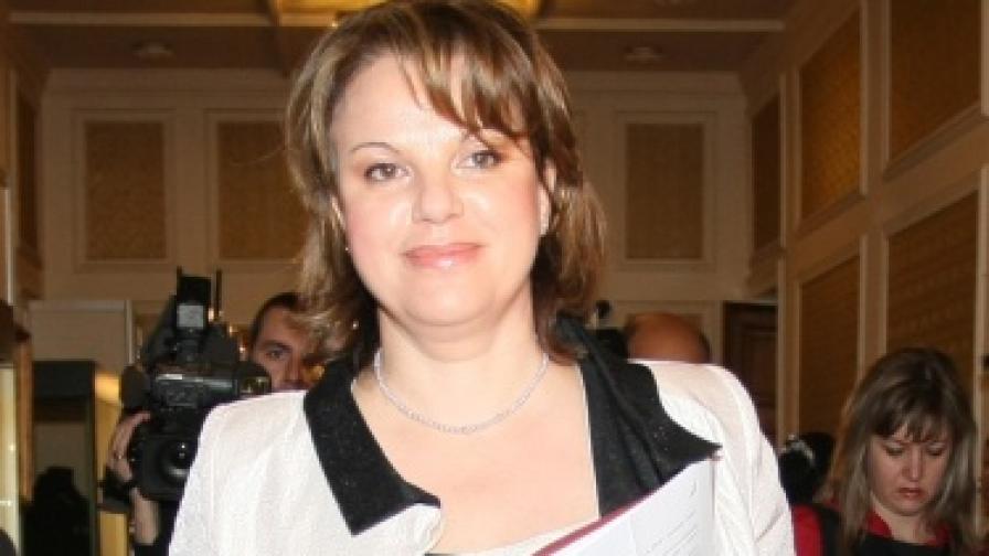 Парламентът прие оставката на Нели Нешева