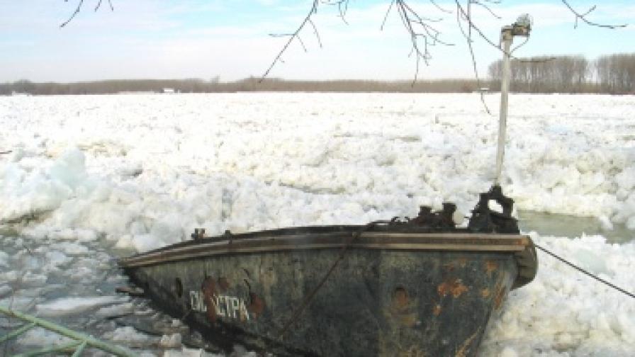 Дунав се покачва при Силистра, ще взривяват ледовете