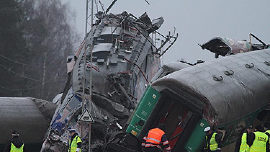 Зловеща железопътна катастрофа взе 16 жертви в Полша